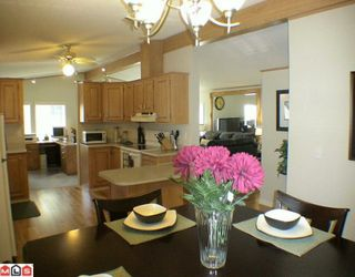 "Photo 10: 27A 24330 FRASER Highway in Langley: Otter District Manufactured Home for sale in ""LANGLEY GROVE ESTATES"" : MLS®# F1002102"