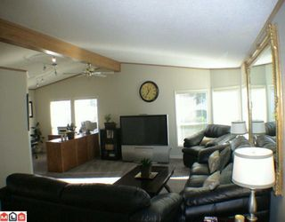 "Photo 4: 27A 24330 FRASER Highway in Langley: Otter District Manufactured Home for sale in ""LANGLEY GROVE ESTATES"" : MLS®# F1002102"