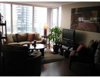 "Photo 2: 2101 1438 RICHARDS Street in Vancouver: False Creek North Condo for sale in ""AZUR 1"" (Vancouver West)  : MLS®# V808146"