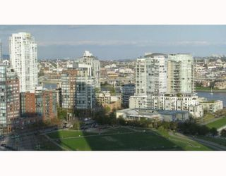 "Photo 7: 2101 1438 RICHARDS Street in Vancouver: False Creek North Condo for sale in ""AZUR 1"" (Vancouver West)  : MLS®# V808146"