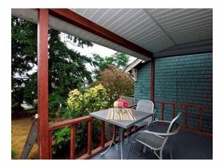Photo 3: 614 E 4TH Street in North Vancouver: Queensbury House for sale : MLS®# V863112