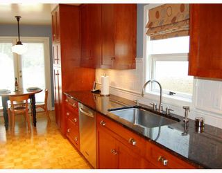 Photo 3: 14 W 13TH Avenue in Vancouver: Mount Pleasant VW House 1/2 Duplex for sale (Vancouver West)  : MLS®# V771658