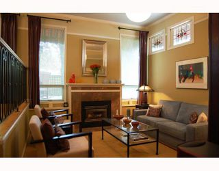 Photo 2: 14 W 13TH Avenue in Vancouver: Mount Pleasant VW House 1/2 Duplex for sale (Vancouver West)  : MLS®# V771658