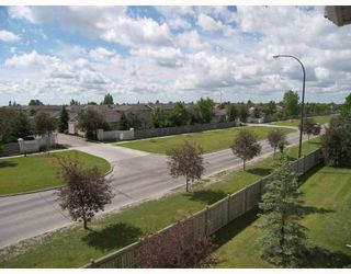 Photo 9: 685 Warde Avenue in WINNIPEG: St Vital Condominium for sale (South East Winnipeg)  : MLS®# 2913029