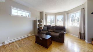 Photo 7: 214 Flicker Lane in VICTORIA: La Florence Lake Single Family Detached for sale (Langford)  : MLS®# 838008