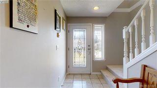 Photo 3: 214 Flicker Lane in VICTORIA: La Florence Lake Single Family Detached for sale (Langford)  : MLS®# 838008