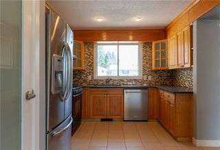 Photo 2: 3216 Rundleside Drive NE in Calgary: Rundle Detached for sale : MLS®# C4303077