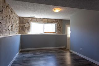 Photo 17: 3216 Rundleside Drive NE in Calgary: Rundle Detached for sale : MLS®# C4303077