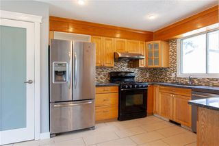 Photo 3: 3216 Rundleside Drive NE in Calgary: Rundle Detached for sale : MLS®# C4303077