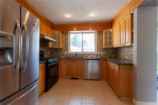 Photo 5: 3216 Rundleside Drive NE in Calgary: Rundle Detached for sale : MLS®# C4303077