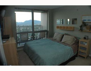 """Photo 8: 1810 3663 CROWLEY Drive in Vancouver: Collingwood VE Condo for sale in """"LATTITUDE"""" (Vancouver East)  : MLS®# V789342"""