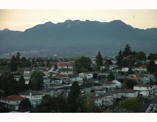 """Photo 1: 1810 3663 CROWLEY Drive in Vancouver: Collingwood VE Condo for sale in """"LATTITUDE"""" (Vancouver East)  : MLS®# V789342"""