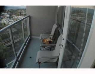 """Photo 7: 1810 3663 CROWLEY Drive in Vancouver: Collingwood VE Condo for sale in """"LATTITUDE"""" (Vancouver East)  : MLS®# V789342"""
