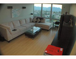"""Photo 6: 1810 3663 CROWLEY Drive in Vancouver: Collingwood VE Condo for sale in """"LATTITUDE"""" (Vancouver East)  : MLS®# V789342"""