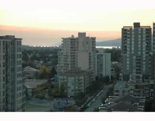 """Photo 2: 1810 3663 CROWLEY Drive in Vancouver: Collingwood VE Condo for sale in """"LATTITUDE"""" (Vancouver East)  : MLS®# V789342"""