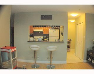 """Photo 5: 1810 3663 CROWLEY Drive in Vancouver: Collingwood VE Condo for sale in """"LATTITUDE"""" (Vancouver East)  : MLS®# V789342"""