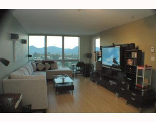 """Photo 4: 1810 3663 CROWLEY Drive in Vancouver: Collingwood VE Condo for sale in """"LATTITUDE"""" (Vancouver East)  : MLS®# V789342"""