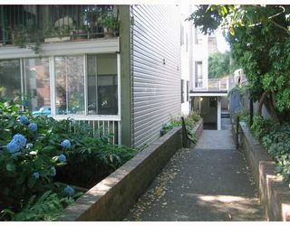 Photo 2: 301 1015 ST ANDREWS Street in New Westminster: Uptown NW Condo for sale : MLS®# V797667