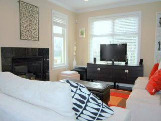 Photo 2: 291 E 24TH Avenue in Vancouver: Main House 1/2 Duplex for sale (Vancouver East)  : MLS®# V868801