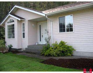 Photo 1: 45952 GURNEY Road in Cultus_Lake: Cultus Lake House for sale : MLS®# H2803372