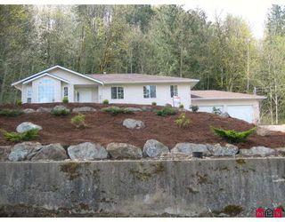 Photo 2: 45952 GURNEY Road in Cultus_Lake: Cultus Lake House for sale : MLS®# H2803372
