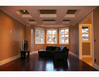 Photo 3: 911 LONDON Street in New_Westminster: Moody Park House for sale (New Westminster)  : MLS®# V730902