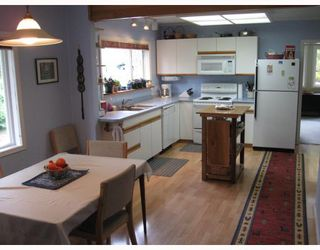 Photo 3: 999 REED Road in Gibsons: Gibsons & Area House for sale (Sunshine Coast)  : MLS®# V752207