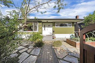 Photo 1: 5652 CHESTER Street in Vancouver: Fraser VE House for sale (Vancouver East)  : MLS®# R2459698