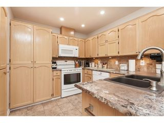 """Photo 8: 29 8737 212 Street in Langley: Walnut Grove Townhouse for sale in """"Chartwell Green"""" : MLS®# R2482959"""
