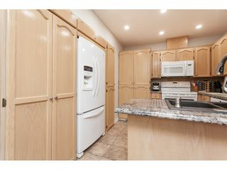 """Photo 7: 29 8737 212 Street in Langley: Walnut Grove Townhouse for sale in """"Chartwell Green"""" : MLS®# R2482959"""