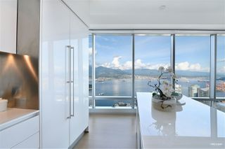 Photo 10: 6705 1151 W GEORGIA Street in Vancouver: Coal Harbour Condo for sale (Vancouver West)  : MLS®# R2501474