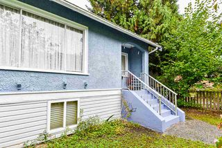 """Photo 3: 2638 ST. CATHERINES Street in Vancouver: Mount Pleasant VE 1/2 Duplex for sale in """"MOUNT PLEASANT"""" (Vancouver East)  : MLS®# R2508470"""