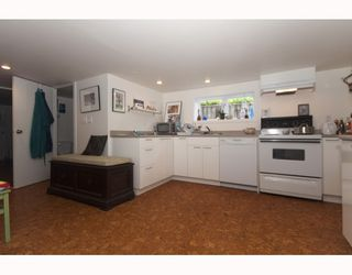 """Photo 10: 214 E 24TH Avenue in Vancouver: Main House for sale in """"MAIN STREET"""" (Vancouver East)  : MLS®# V785861"""
