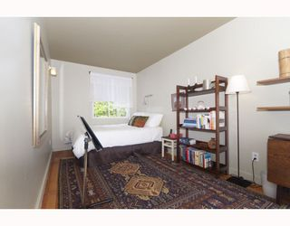 """Photo 7: 214 E 24TH Avenue in Vancouver: Main House for sale in """"MAIN STREET"""" (Vancouver East)  : MLS®# V785861"""