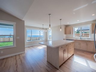 """Photo 4: 5668 DERBY Road in Sechelt: Sechelt District House for sale in """"SilverStone Heights Phase2"""" (Sunshine Coast)  : MLS®# R2524627"""