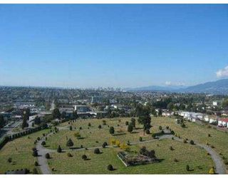 "Photo 4: 2008 4353 HALIFAX ST in Burnaby: Central BN Condo for sale in ""BRENT GARDENS"" (Burnaby North)  : MLS®# V559942"
