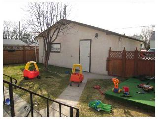 Photo 3: 502 RADFORD Street in WINNIPEG: North End Residential for sale (North West Winnipeg)  : MLS®# 2806275