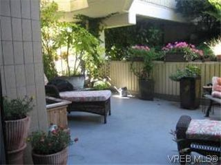 Photo 17: 103 2210 Cadboro Bay Road in VICTORIA: OB Henderson Condo Apartment for sale (Oak Bay)  : MLS®# 287889