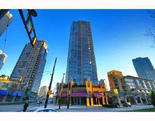 "Photo 2: 1202 1008 CAMBIE Street in Vancouver: Downtown VW Condo for sale in ""THE WATERWORKS"" (Vancouver West)  : MLS®# V737264"