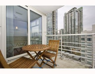 "Photo 10: 1602 1199 MARINASIDE Crescent in Vancouver: False Creek North Condo for sale in ""AQUARIUS 1"" (Vancouver West)  : MLS®# V740351"