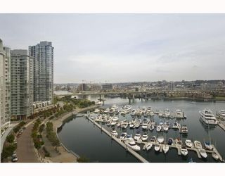 "Photo 4: 1602 1199 MARINASIDE Crescent in Vancouver: False Creek North Condo for sale in ""AQUARIUS 1"" (Vancouver West)  : MLS®# V740351"
