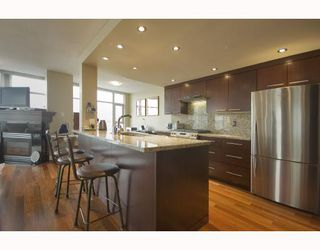 "Photo 6: 1602 1199 MARINASIDE Crescent in Vancouver: False Creek North Condo for sale in ""AQUARIUS 1"" (Vancouver West)  : MLS®# V740351"