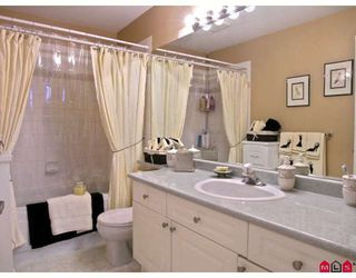 """Photo 7: 402 20433 53RD Avenue in Langley: Langley City Condo for sale in """"Countryside Estates"""" : MLS®# F2918107"""
