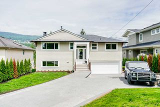 Photo 2: 947 INGLEWOOD Avenue in West Vancouver: Sentinel Hill House for sale : MLS®# R2471221