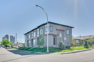 Photo 2: 1104 40 Street SW in Calgary: Rosscarrock Row/Townhouse for sale : MLS®# A1034743