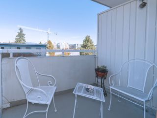 "Photo 13: 203 5926 TISDALL Street in Vancouver: Oakridge VW Condo for sale in ""OAKMONT PLAZA"" (Vancouver West)  : MLS®# R2514283"