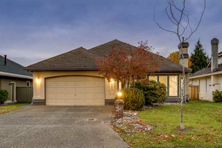 Photo 1: 14917 24A AVENUE in Surrey: Sunnyside Park Surrey House for sale (South Surrey White Rock)  : MLS®# R2519092