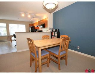 "Photo 4: 11 20771 DUNCAN Way in Langley: Langley City Townhouse for sale in ""Wyndham Lane"" : MLS®# F2821171"
