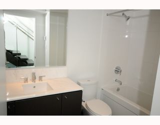 "Photo 9: 204 522 W 8TH Avenue in Vancouver: Fairview VW Townhouse for sale in ""CROSSROADS"" (Vancouver West)  : MLS®# V762228"