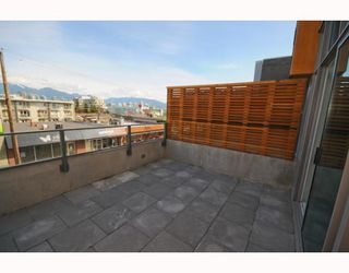 "Photo 5: 204 522 W 8TH Avenue in Vancouver: Fairview VW Townhouse for sale in ""CROSSROADS"" (Vancouver West)  : MLS®# V762228"